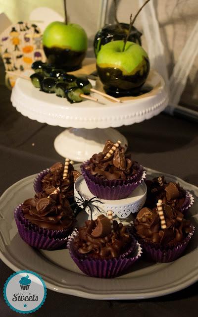 Poisoned Apple, Caramel Apple, Black, Schwarz, Liebesapfel, Death By Chocolate, Tot durch Schokolade, Cupcake, Muffin, Halloween, Halloweenbuffet, Halloweenparty