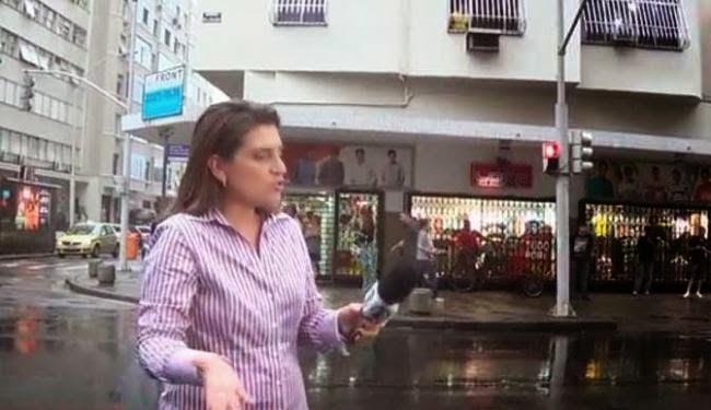 reporter da Globo tem ataque de raiva e é xingada na rua