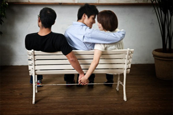 50% of Women Have a Back-Up Guy If Their Relationship Goes Bad!