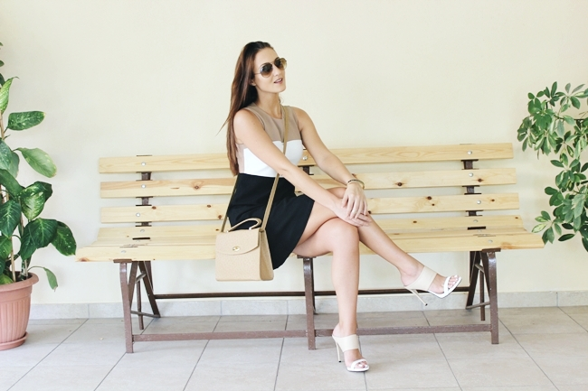 Neutral color block outfit.A-line dress.Structured boxy bag.Ray-Ban Aviator brown sunglasses.Two tone mules/heels.Alexander Krist shoes.Best work/job outfits.Odeca/outfit za posao.Stil i poslovna zena.