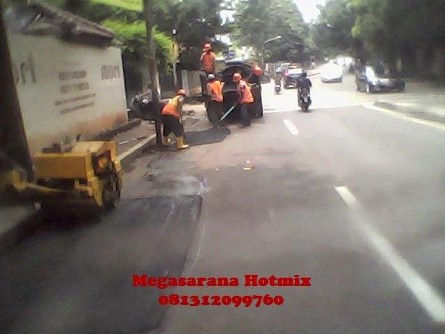 Perbaikan Jalan di Pejaten Jakarta