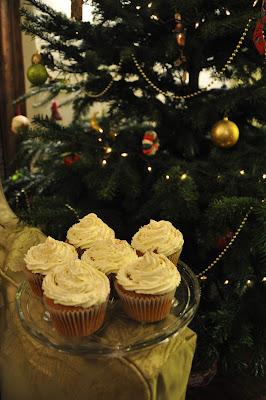 cinnamon cupcakes, christmas cupcakes