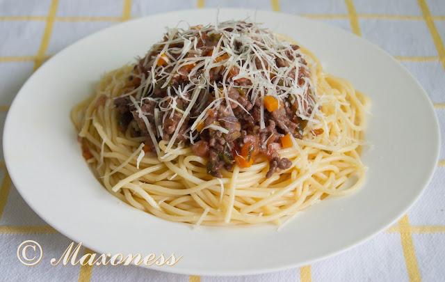 Спагетти «болоньезе». Итальянская кухня.