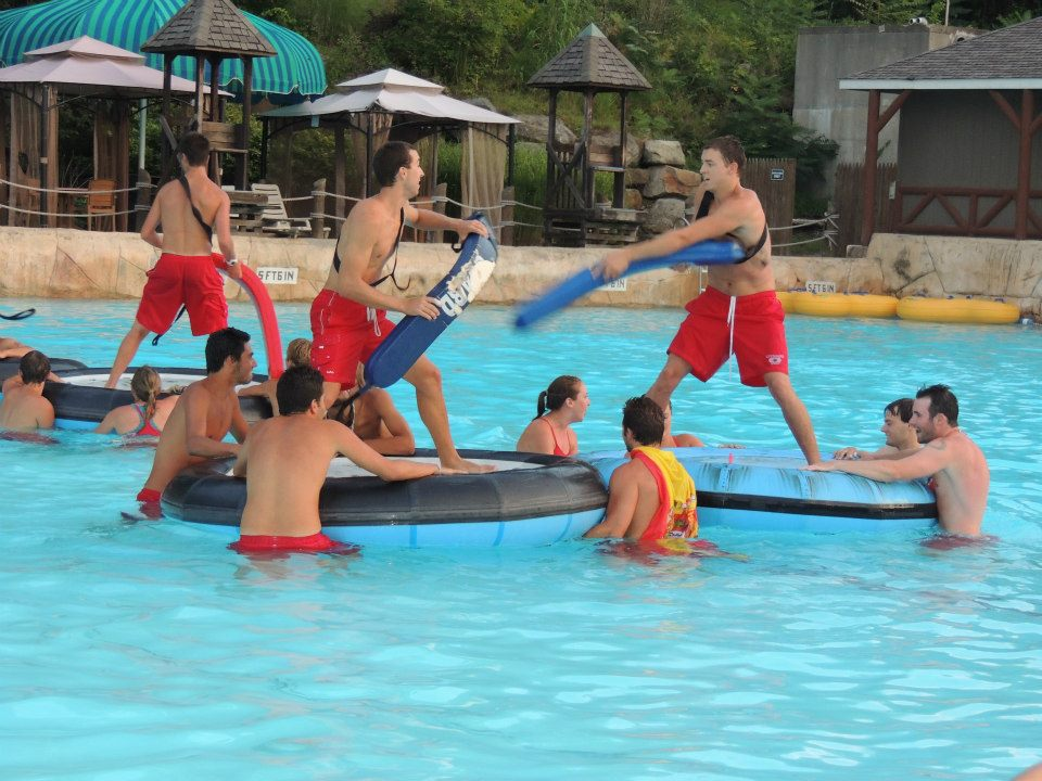 Flipper videojuegos el mundo del ocio y entretenimiento for Fiesta de piscina