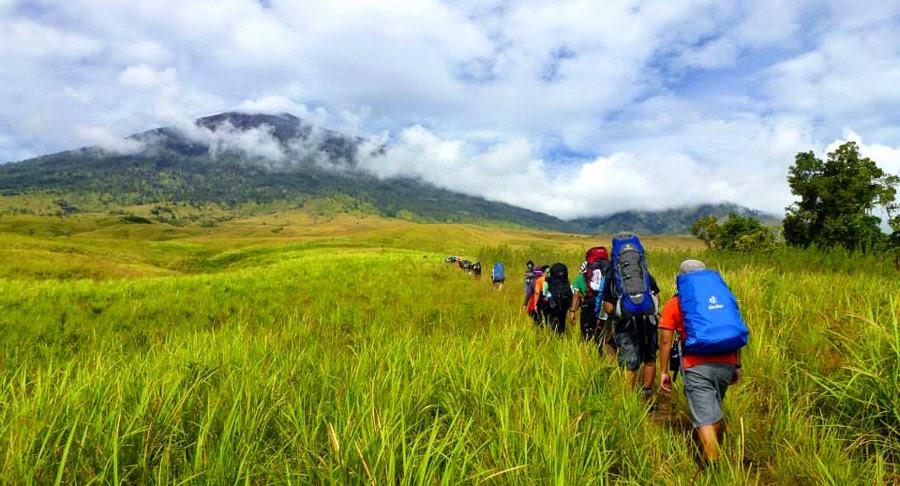 Padang Sabana Sembalun ketinggian 1500 meters Taman Nasional Gunung Rinjani