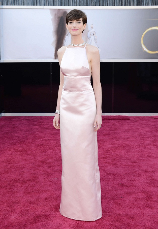 Anne Hathaway - Celebrity Fashion at the 2013 Oscars