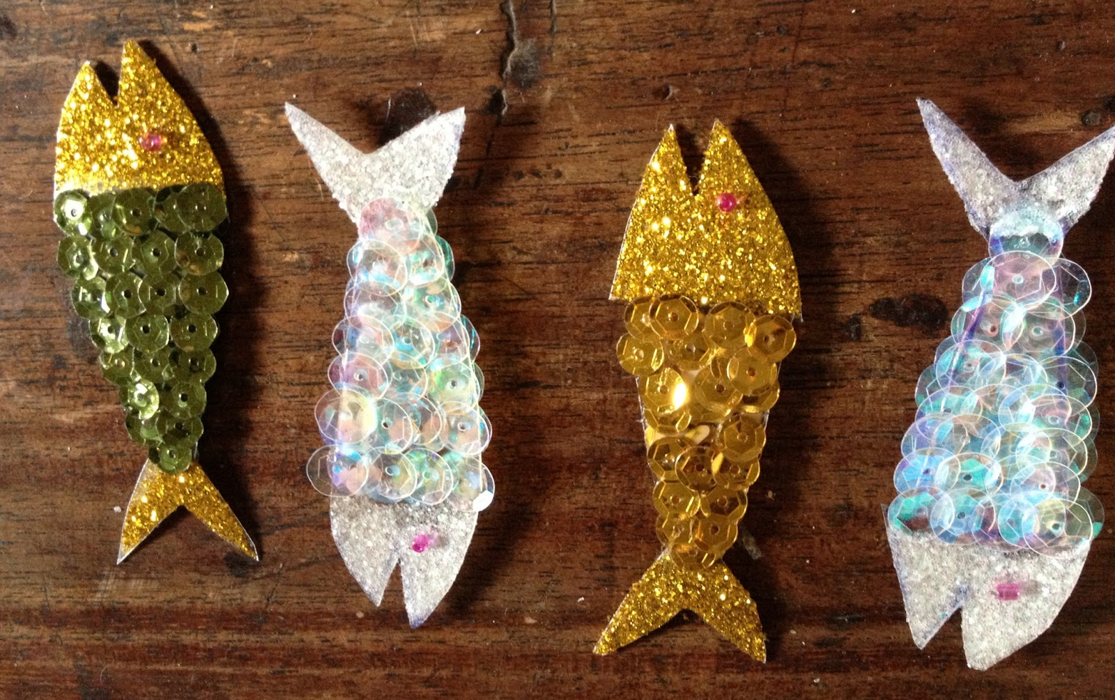 Ideashot c mo hacer peces con pvc y lentejuelas for Como construir un lago para peces