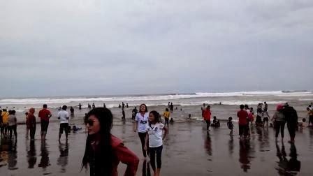 gadis-gadis cantik di pantai parangtritis