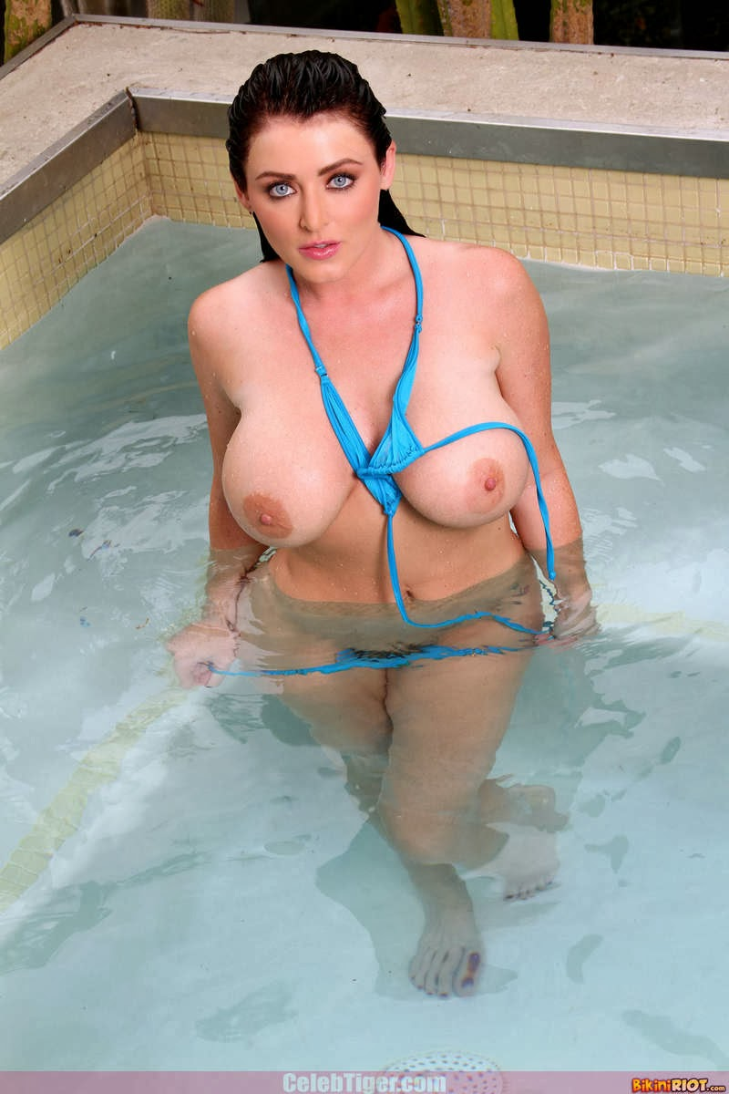 Busty+Babe+Sophie+Dee+Wet+In+Pool+Taking+Off+Her+Blue+Bikini+Posing+Naked www.CelebTiger.com 44 Busty Babe Sophie Dee Wet In Pool Taking Off Her Blue Bikini Posing Naked HQ Photos