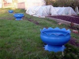 Menata pot ban bekas untuk dekorasi taman atau lahan