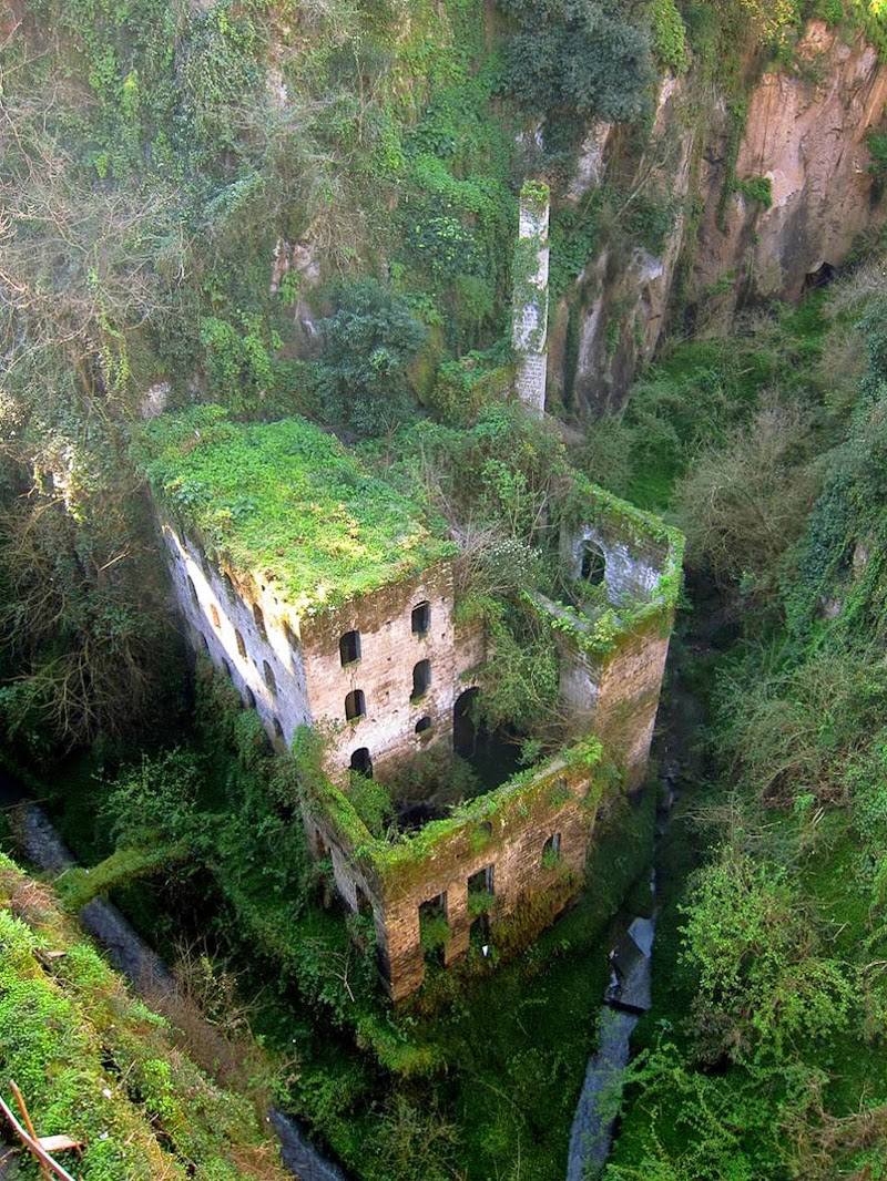 10. Abandoned Mill, Italy - 31 Haunting Images Of Abandoned Places That Will Give You Goose Bumps