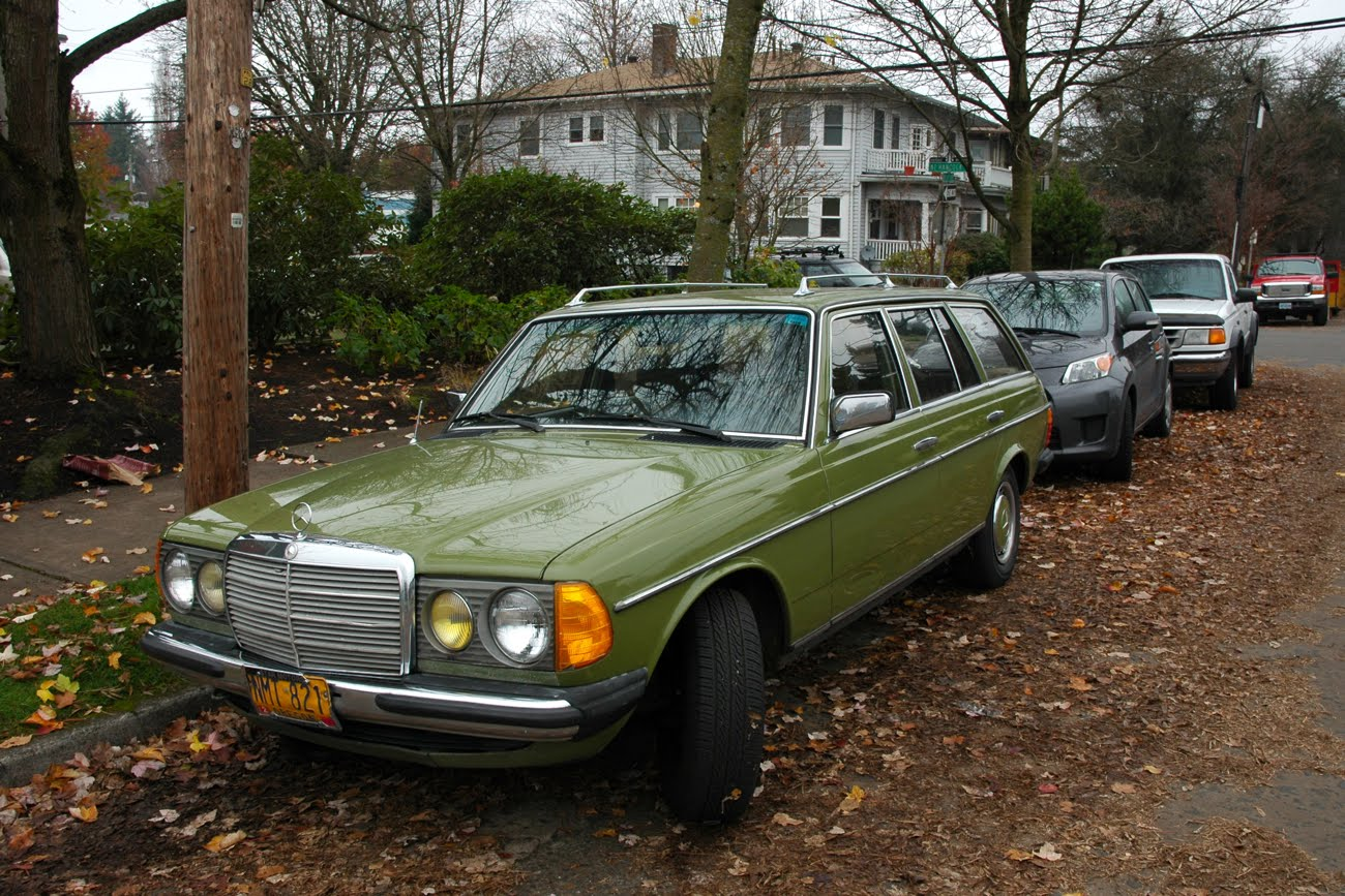 Old parked cars 1978 mercedes benz 300td wagon for Mercedes benz wagons