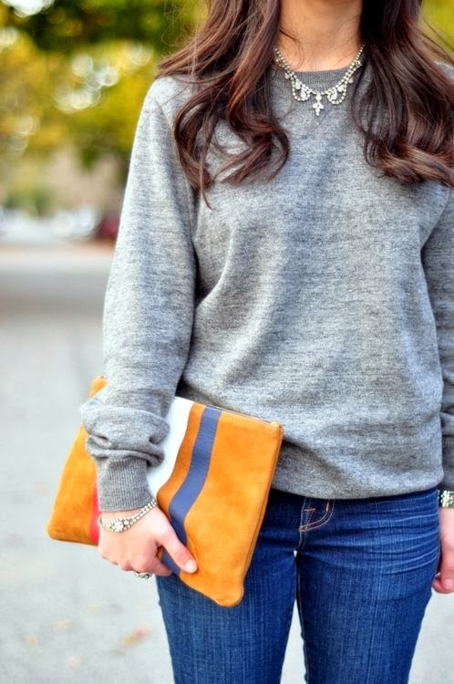 Fall Work Outfit With Plain Sweater,Necklace and Skinny Jeans