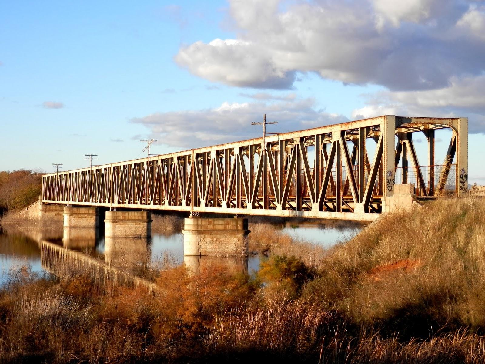 El sayon el viejo puente de hierro sobre el r o guadiana - Exteriores puente viejo ...
