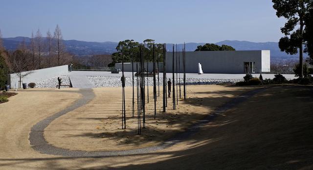 ヴァンジ彫刻庭園美術館の上部庭園