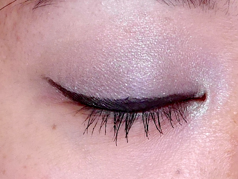Essence 3D Shadows Fullmoon Flash swatch review
