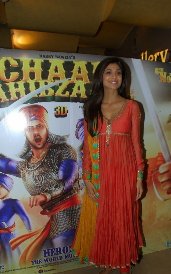 shilpa shetty cleavage pics