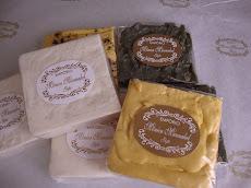 Sabonetes rústicos com argila branca e óleo de buriti ou côco , argila verde com extrato de hera