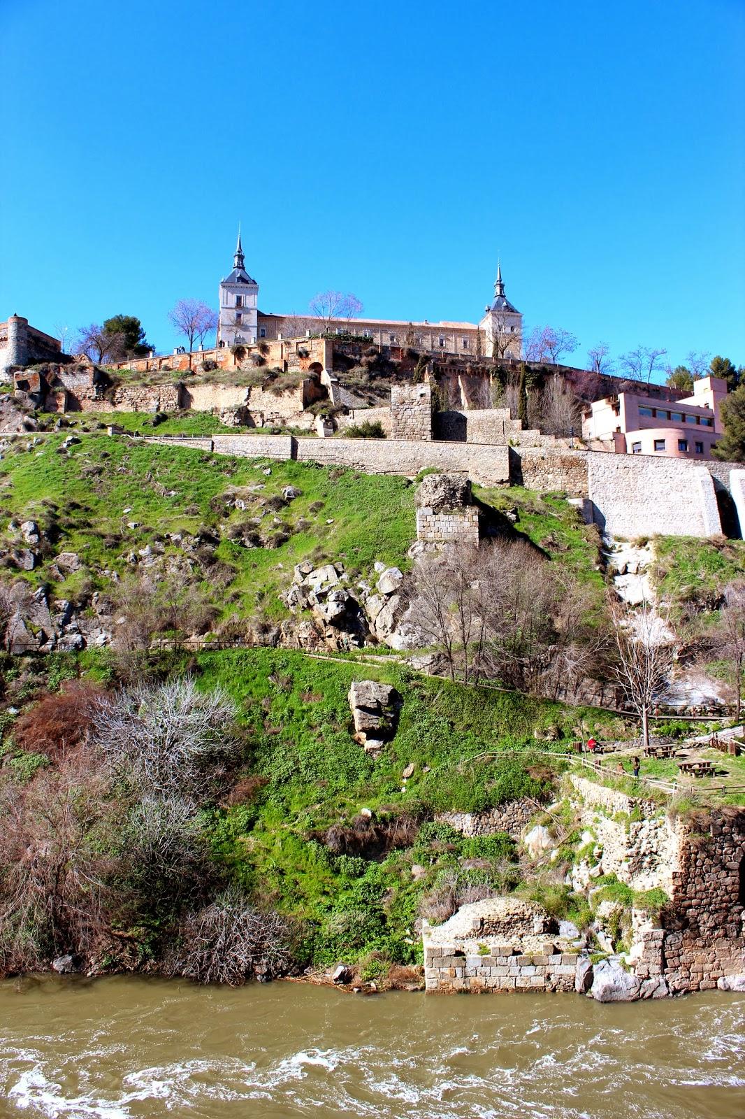 Alcázar y murallas de Toledo