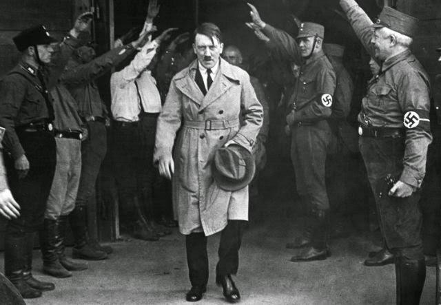 Adolf Hitler sang Diktator