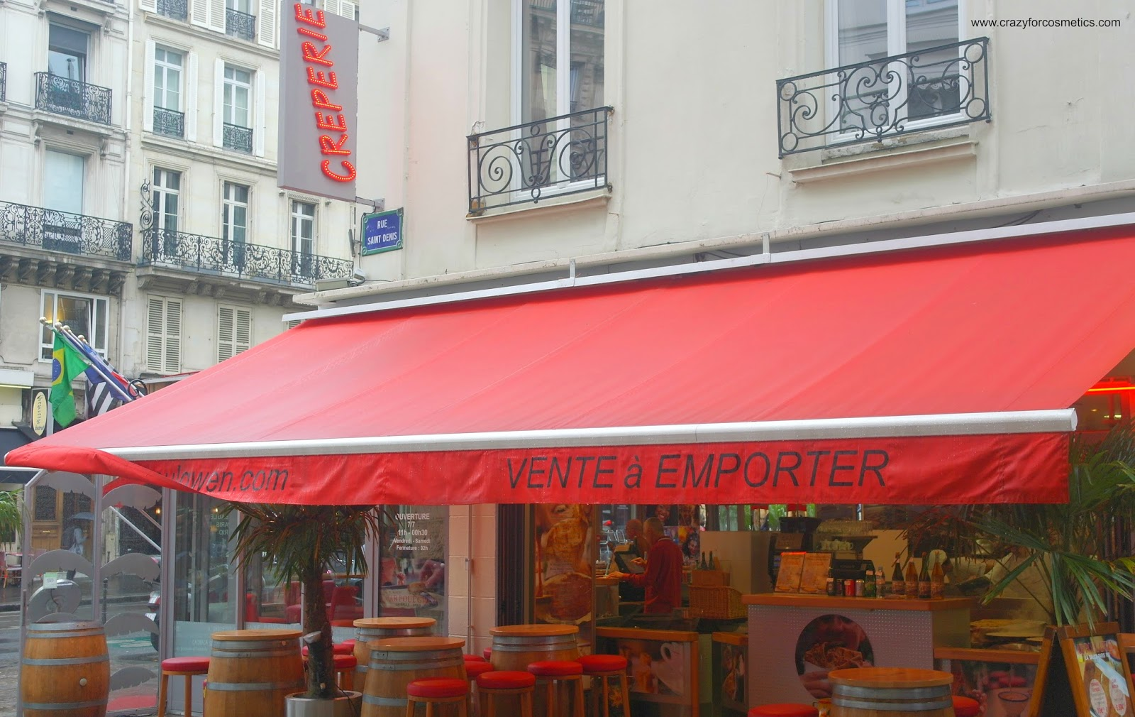 Street side cafes in PAris