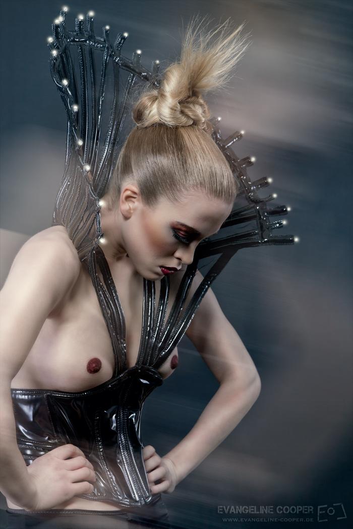 Tatjana Warnecke Cosmic Couture: Evangeline Cooper fabulous light ...: www.tatjana-warnecke.com/2012/04/photo-by-evangeline-cooper.html