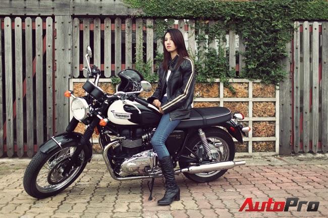Chân dài Việt hoài cổ cùng Triumph Bonneville T100