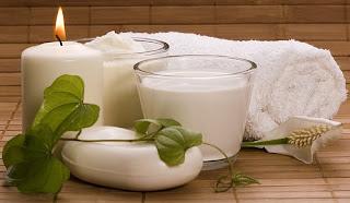 memutihkan kulit dengan mandi susu