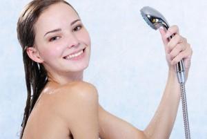 tắm đúng cách là bước chăm sóc da cơ bản cần lưu ý