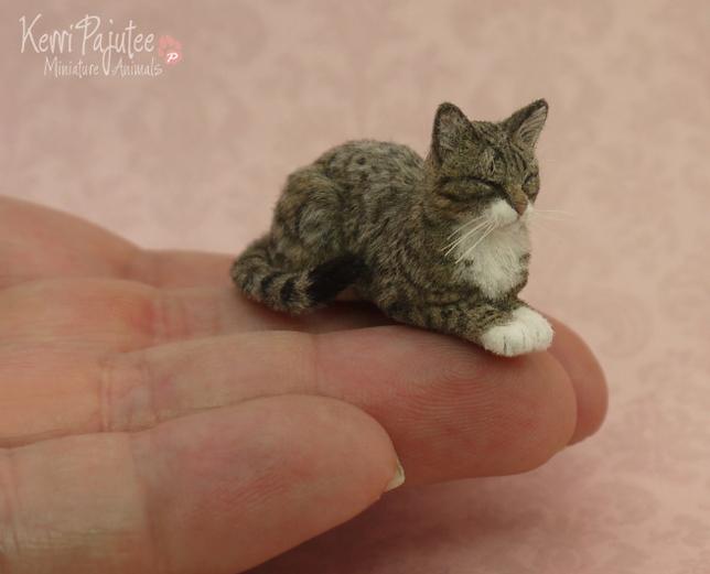 10-Sleeping-Tabby-Cat-Kerri-Pajutee-Miniature-Sculpture-that-look-Real-www-designstack-co