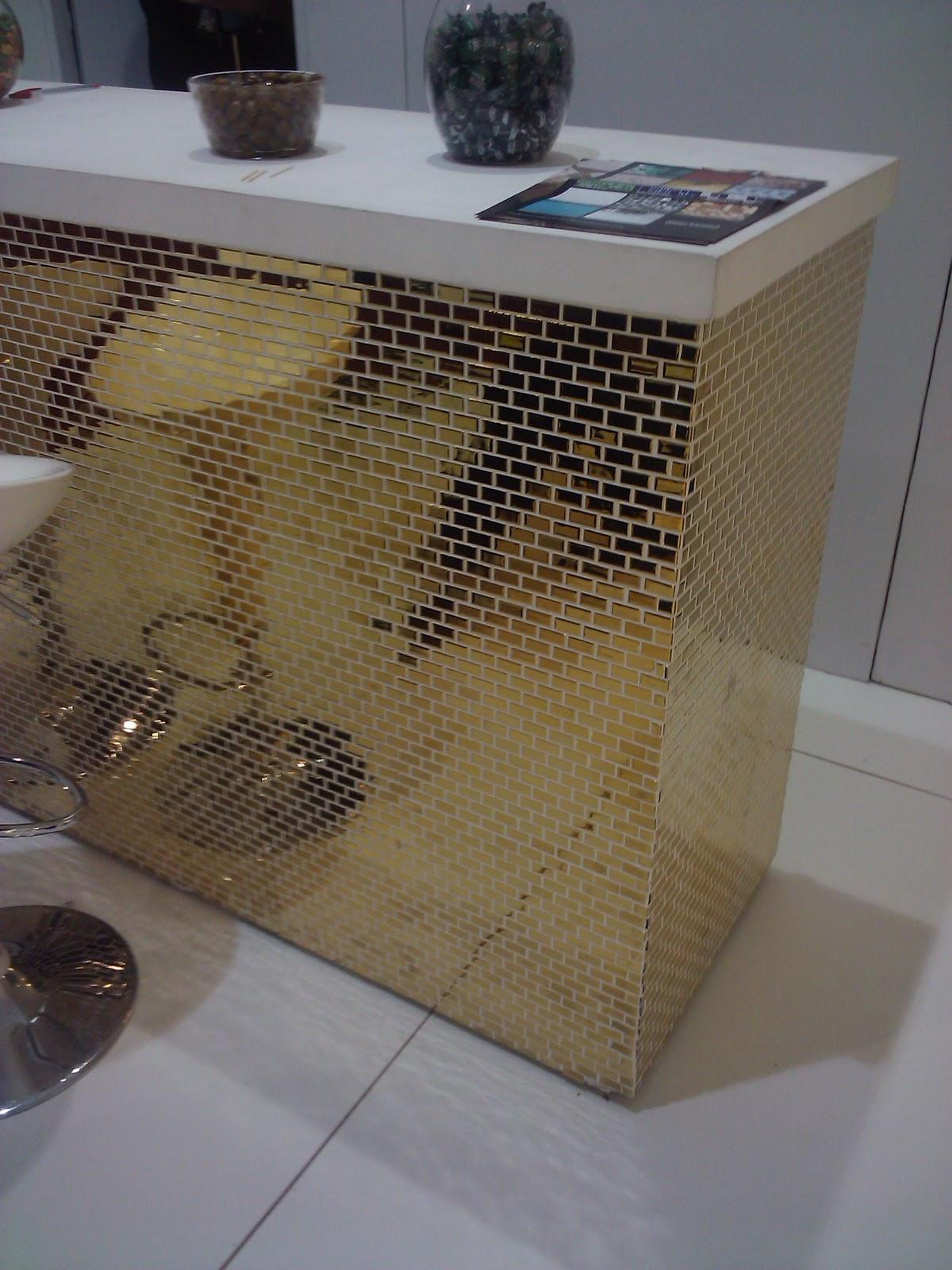 Piso de cimento que imita tábuas de madeira da Revelux: #5E4C34 1200x1600 Banheiro Com Pastilhas Douradas