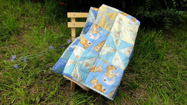 """Лоскутное покрывало на кроватку """"Мишки на голубом"""" - подарок мальчику"""