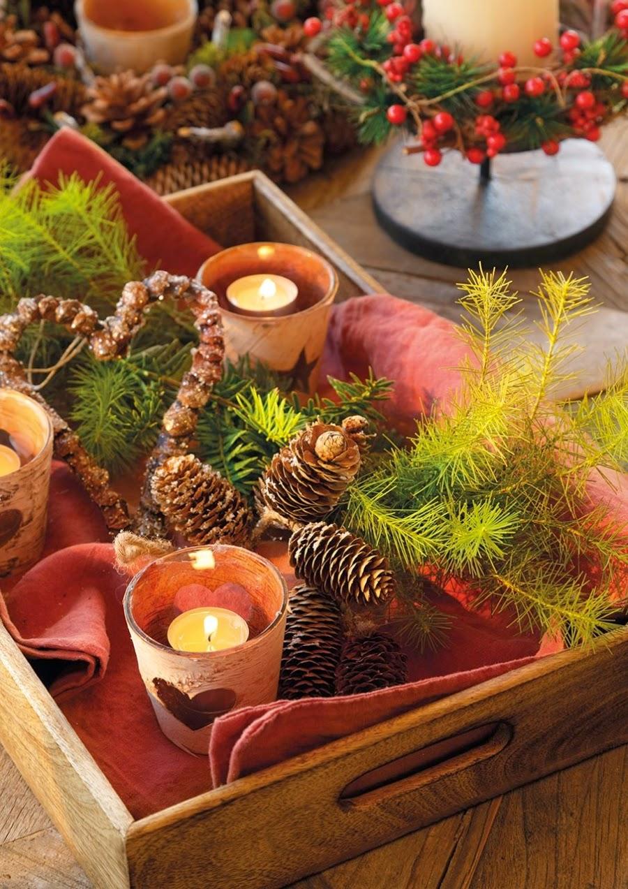 wystrój wnętrz, home decor, wnętrza, urządzanie domu, mieszkanie, Święta Bożego Narodzenia, Christmas, styl francuski, stare złoto, glamour, choinka, ozdoby świąteczne, kominek, dekoracja stołu, weranda, taras, czerwień
