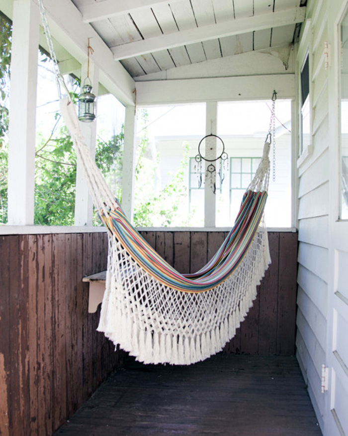 Pennyweight´s Apartment anthropologie hammock in the porch