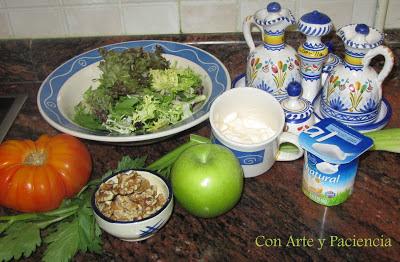 Waldorf Salad (Ensalada de manzana, nueces y salsa de yogur)