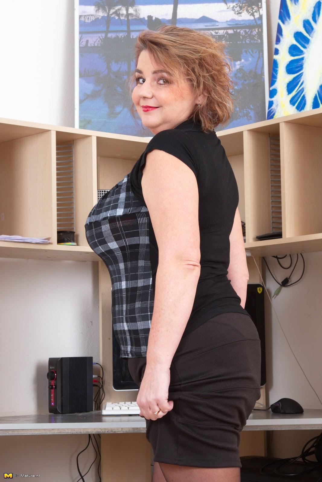 huge boobs brunette hentai