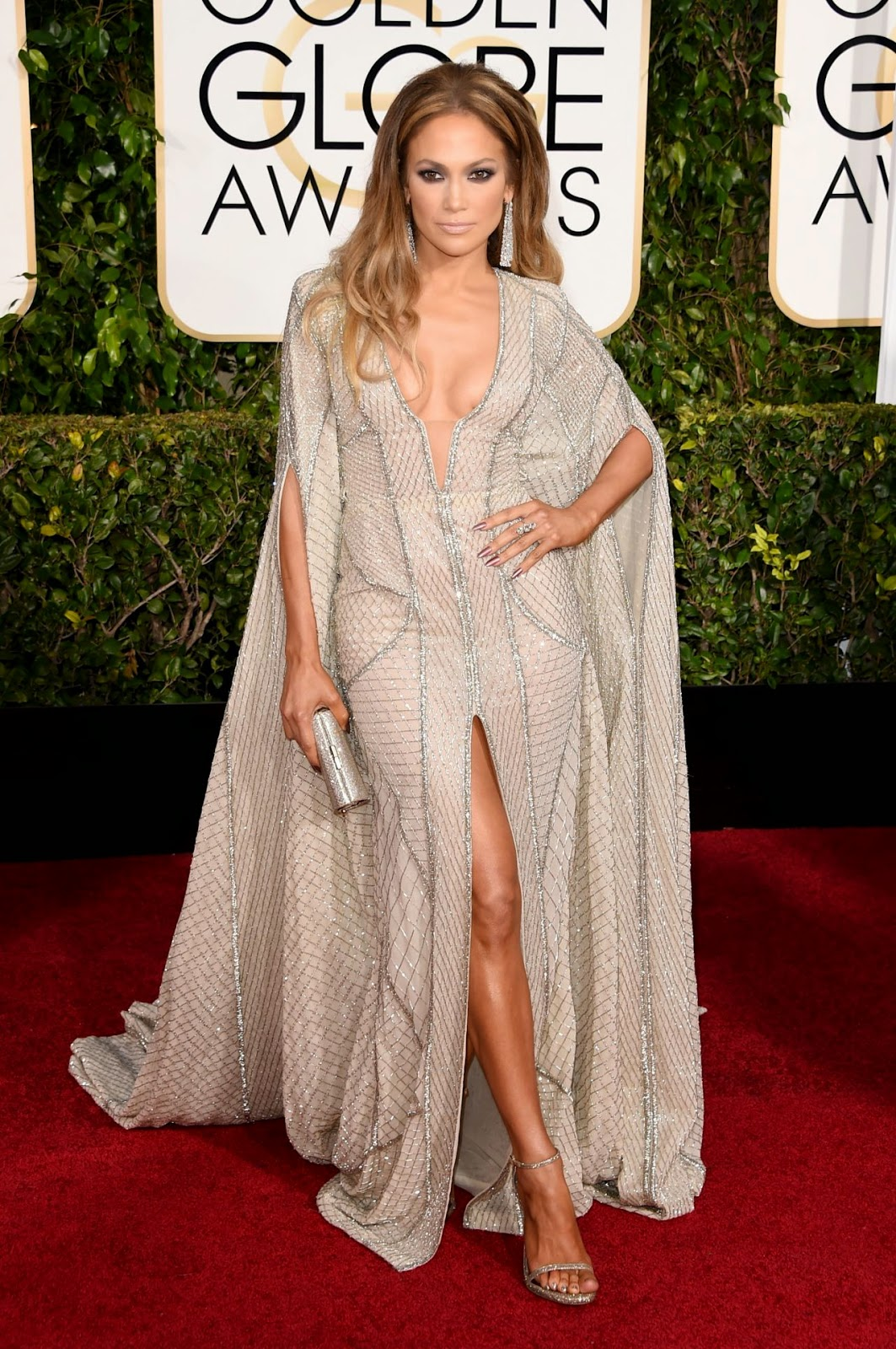 Jennifer Lopez shows off cleavage at the 2015 Golden Globe Awards