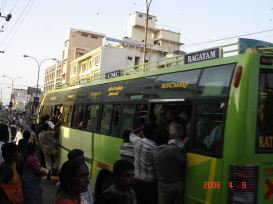 Chennai bus crowds 07 uncle enjoying software girls