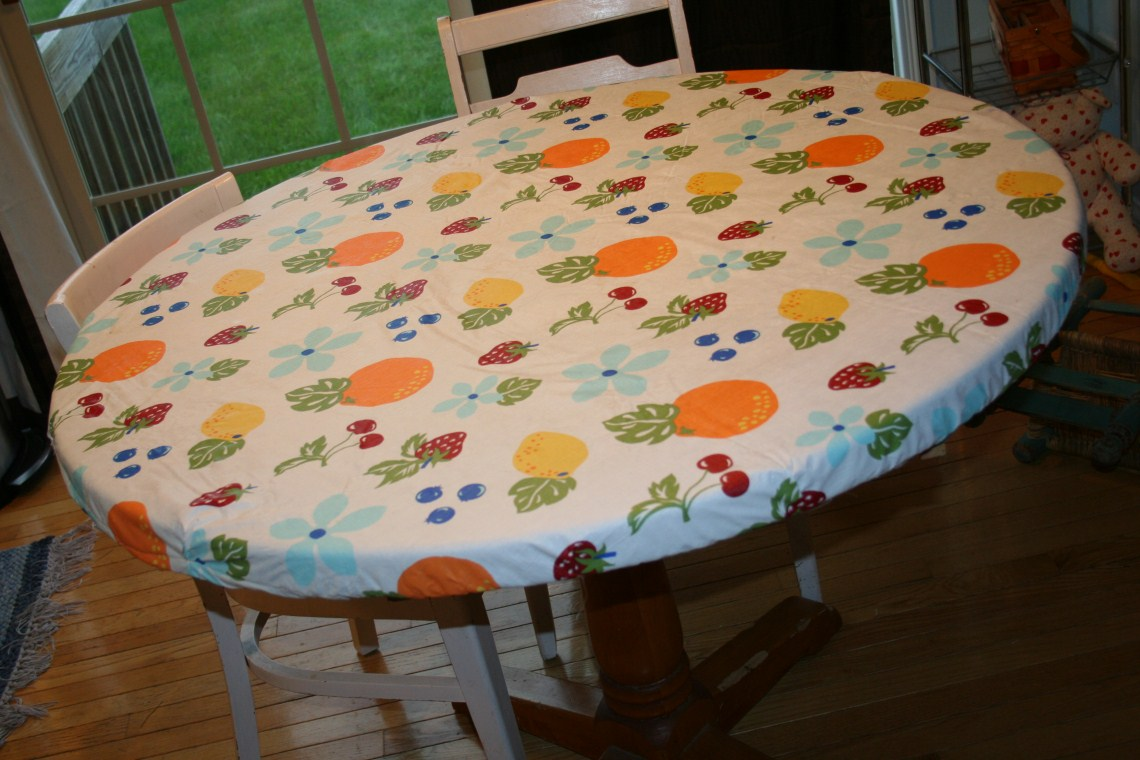 Fitted Tablecloths Are All The Rage