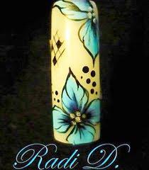 Маникюр с декорация Сини цветя