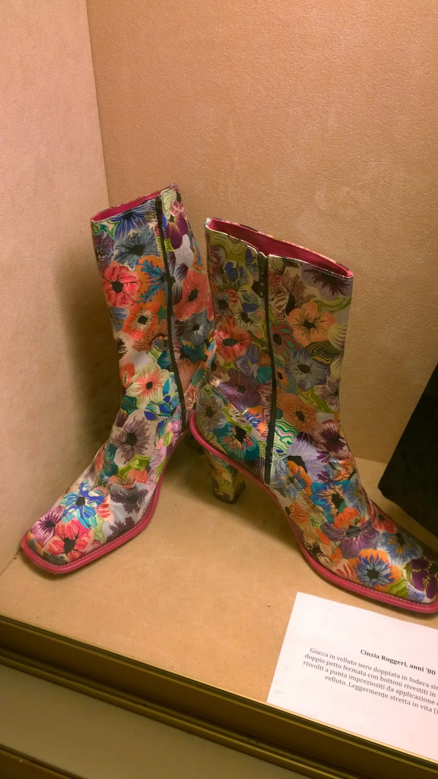Boots with flower print