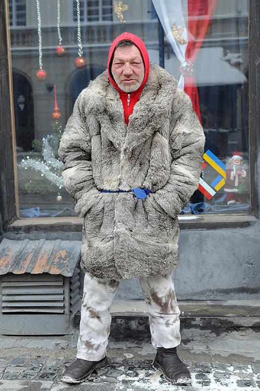Retratos urbanos documenta el estilo único de un hombre sin hogar a la moda