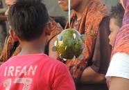Bibe Dan Bike Nonton Pertandingan Ambil Koin Pake Mulut Agustusan