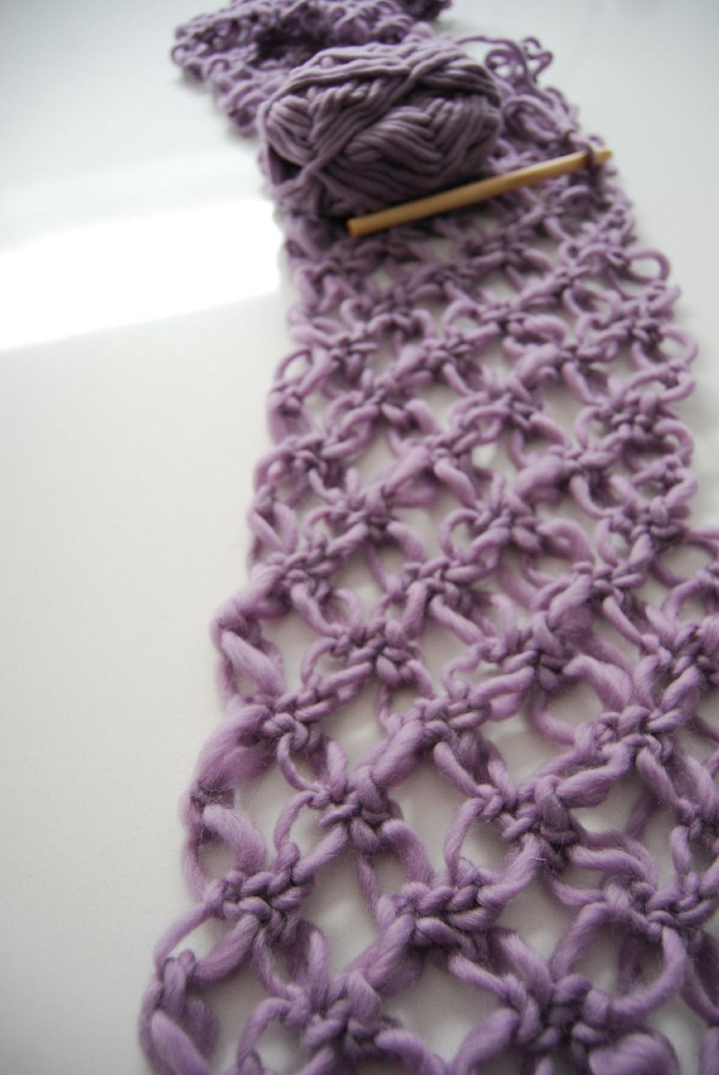 Crochet Knot Stitch Instructions : Amelia is Rabbit: DIY: Lovers Knot Crocheted Scarf