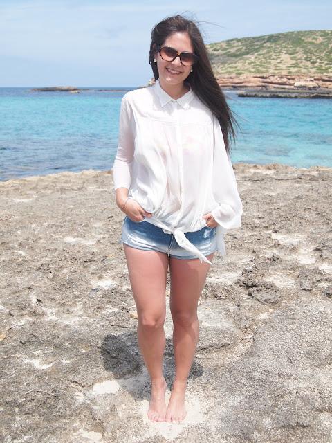 camisa y shorts