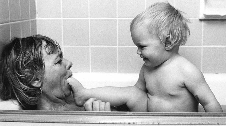 Estas fotos de hace 50 años prueban que la maternidad no ha cambiado mucho