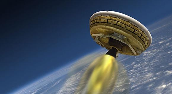 Piring Terbang NASA Melesat di atas Samudera Pasifik