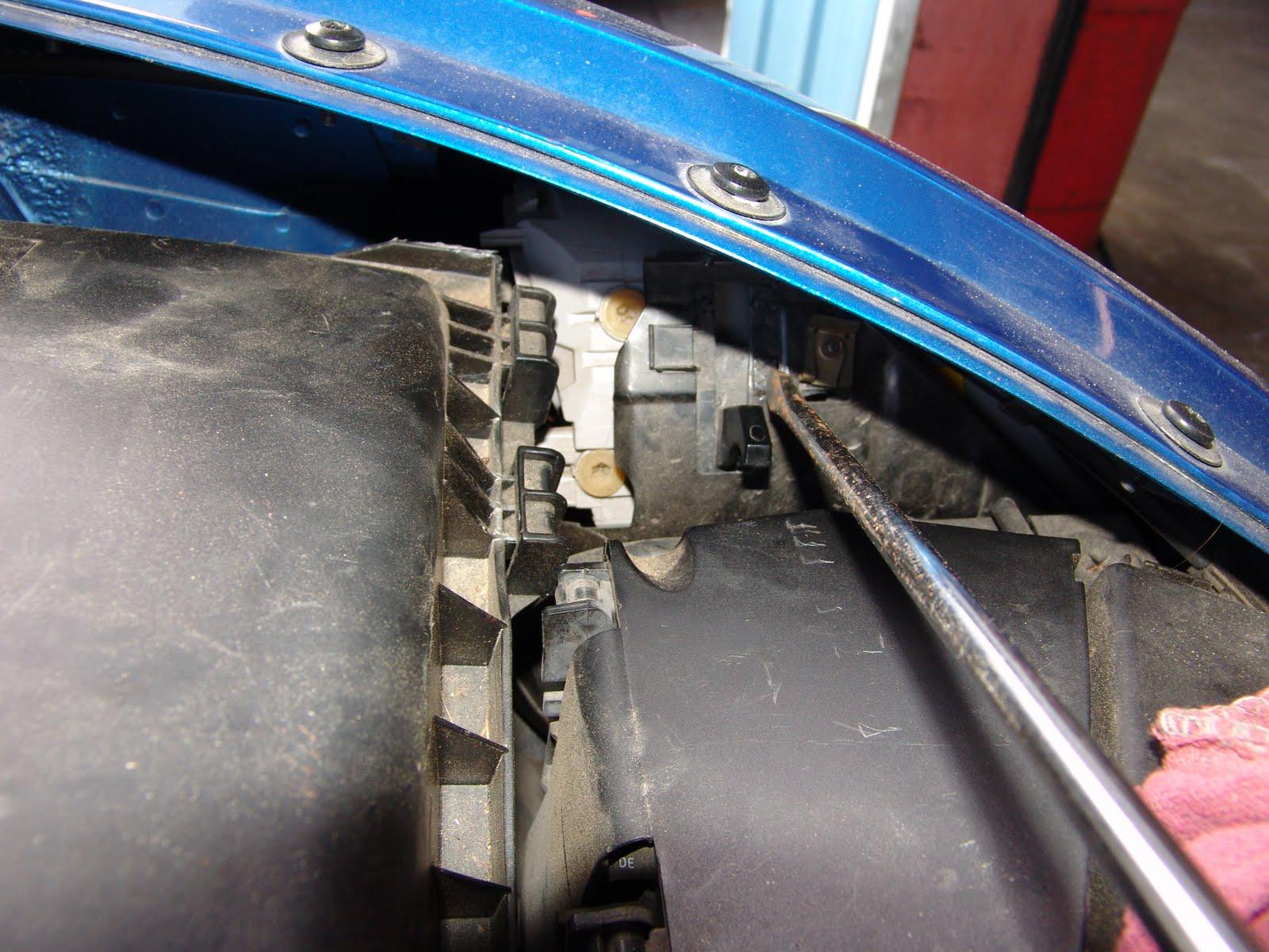 How Do I Replace The Headlight Bulb In A 2005 Buick Autos Weblog