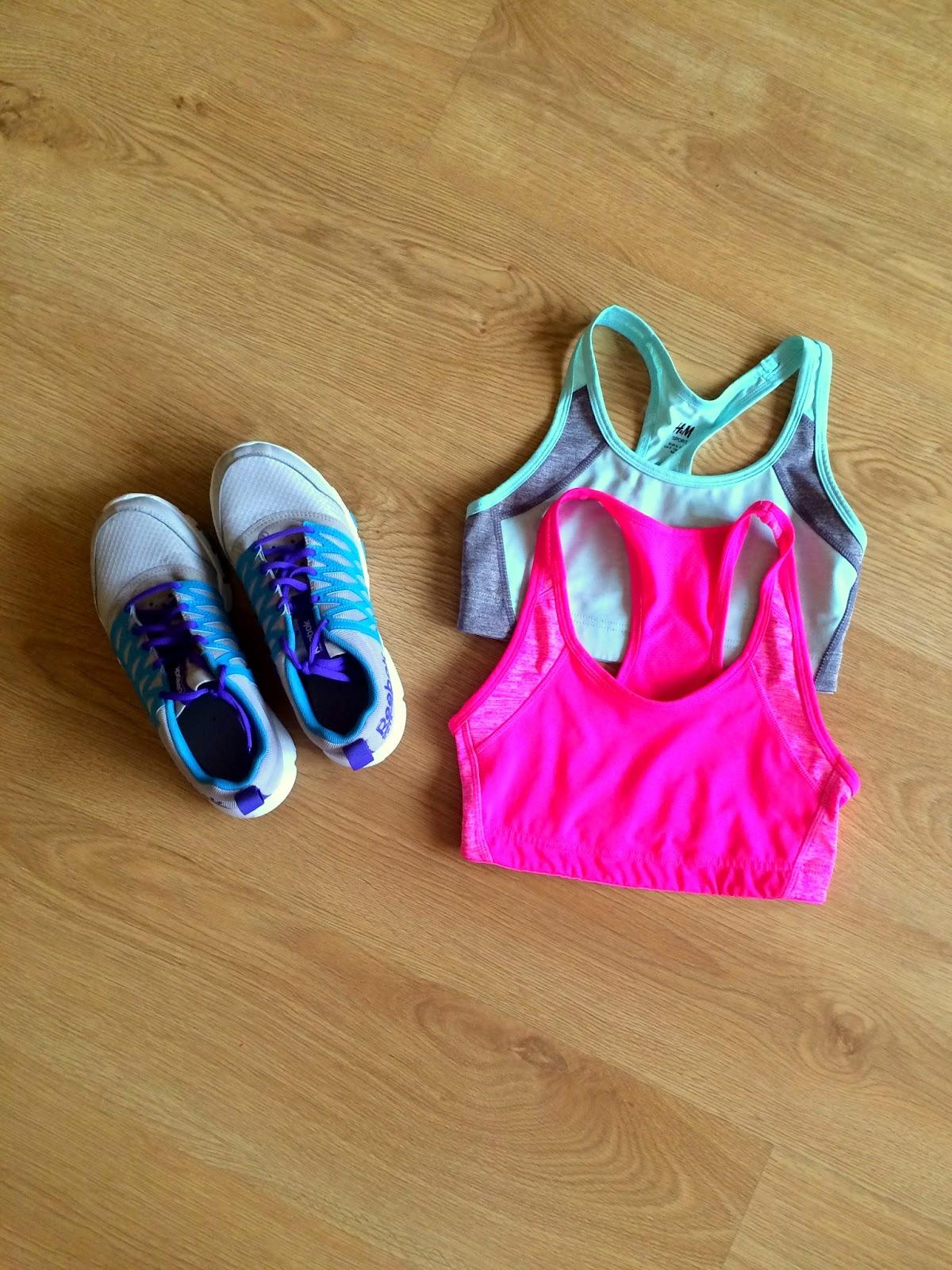 buty do ćwiczeń, staniki sportowe
