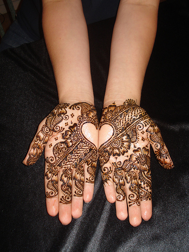 Heart Mehndi Designs for Hands